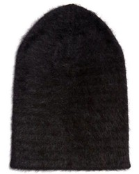 Черная пушистая шапка