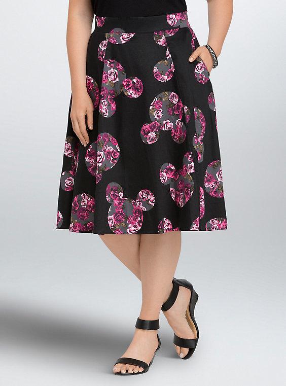 Черная юбка с принтом с чем носить