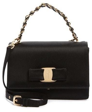 9b4be6b9b9b9 Черная сумка через плечо от Salvatore Ferragamo   Где купить и с чем ...