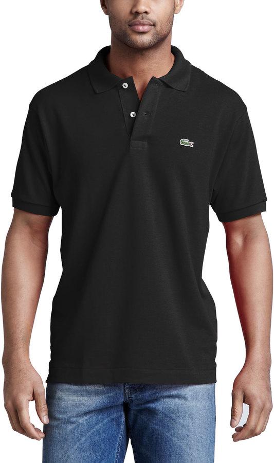 7cc0a8c7574e Мужская черная футболка-поло от Lacoste   Где купить и с чем носить