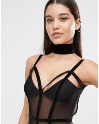 Черное бархатное ожерелье-чокер от Missguided