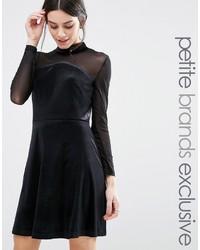 Женское черное бархатное платье с пышной юбкой