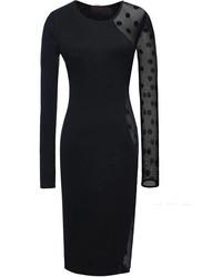 Черное облегающее платье в горошек