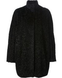 Черное пальто с рельефным рисунком