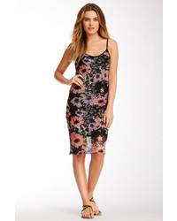 Черное платье-миди с цветочным принтом