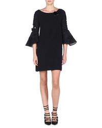 Черное платье прямого кроя с вышивкой