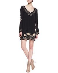Черное повседневное платье с вышивкой