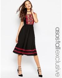 Платье с вышивкой на лето