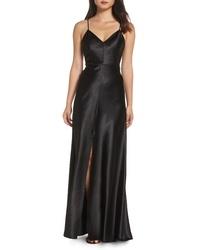 Черное сатиновое вечернее платье с разрезом