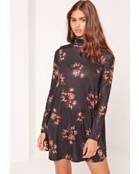Черное свободное платье с цветочным принтом