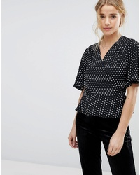 Черно-белая блуза с коротким рукавом в горошек