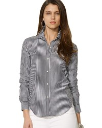 Черно-белая классическая рубашка в вертикальную полоску
