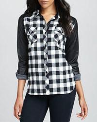 Черно-белая классическая рубашка в шотландскую клетку