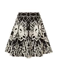 Черно-белая короткая юбка-солнце с принтом от Alexander McQueen