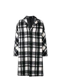 Черно-белое длинное пальто в шотландскую клетку