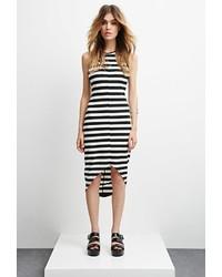 Черно-белое облегающее платье в горизонтальную полоску