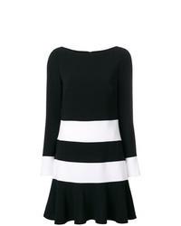 Черно-белое платье прямого кроя в горизонтальную полоску