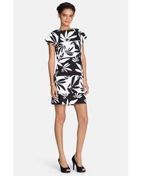 Черно-белое платье прямого кроя с цветочным принтом