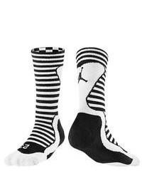 Черно-белые носки в горизонтальную полоску