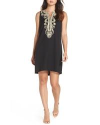 Черно-золотое платье прямого кроя с вышивкой