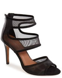 Черные босоножки на каблуке в сеточку