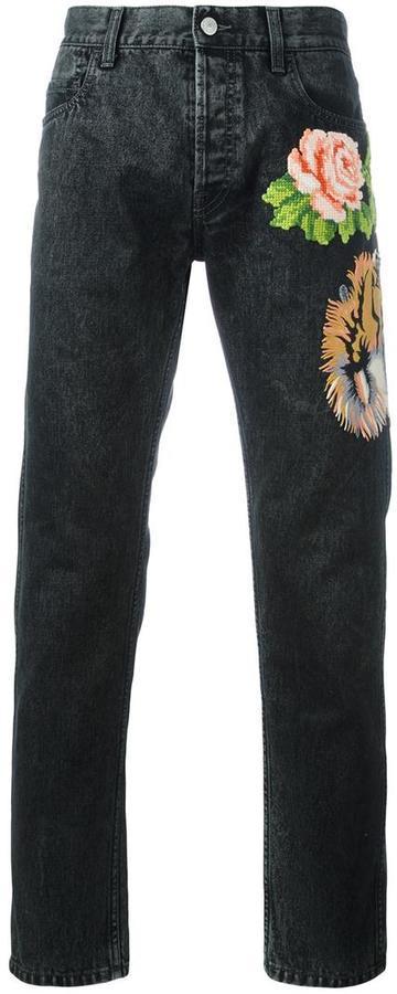 7530f3c0ad7b Мужские черные джинсы с цветочным принтом от Gucci   Где купить и с ...