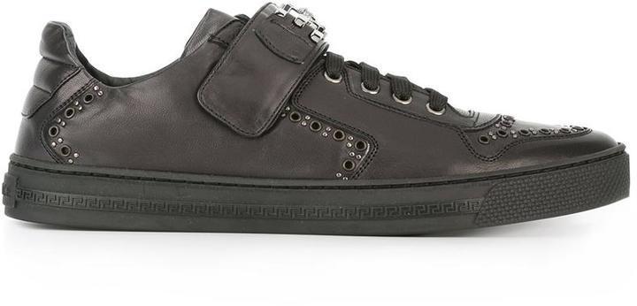 40 327 руб., Мужские черные кожаные низкие кеды с шипами от Versace be0c65a2cf6