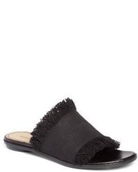 Черные сандалии на плоской подошве из плотной ткани