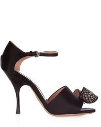 Черные сатиновые босоножки на каблуке с украшением