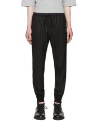 Черные спортивные штаны в вертикальную полоску