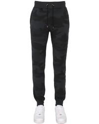 Черные спортивные штаны с камуфляжным принтом