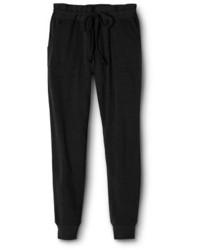 d28e09aa С чем носить черные спортивные штаны женщине? Модные луки (68 фото ...
