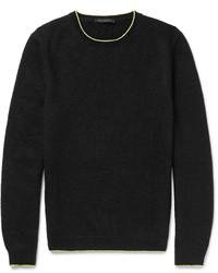 Черный вязаный свитер с круглым вырезом