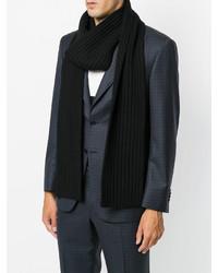 Мужской черный вязаный шарф от Neil Barrett   Где купить и с чем носить 373dc0ec4ef