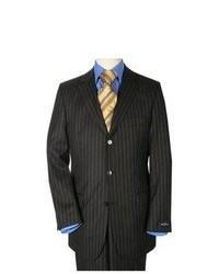 Черный костюм в вертикальную полоску