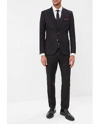 Черный костюм от Laconi