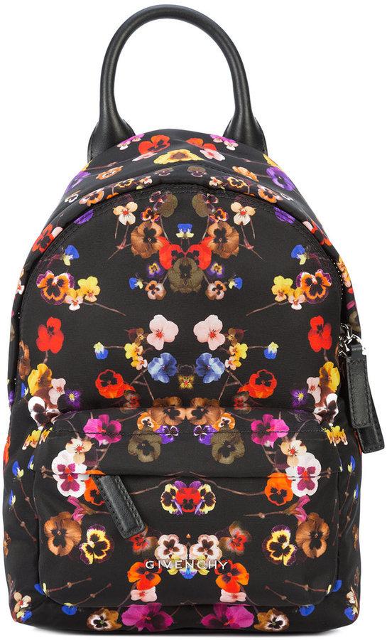 ce671c9fc701 Женский черный рюкзак с цветочным принтом от Givenchy, 64 131 руб ...
