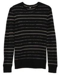 Черный свитер с круглым вырезом в горизонтальную полоску