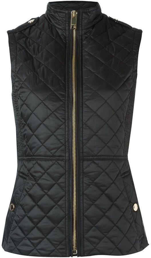c07ea486a449 Женский черный стеганый жилет от Burberry   Где купить и с чем носить