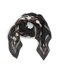 Черный шарф с цветочным принтом