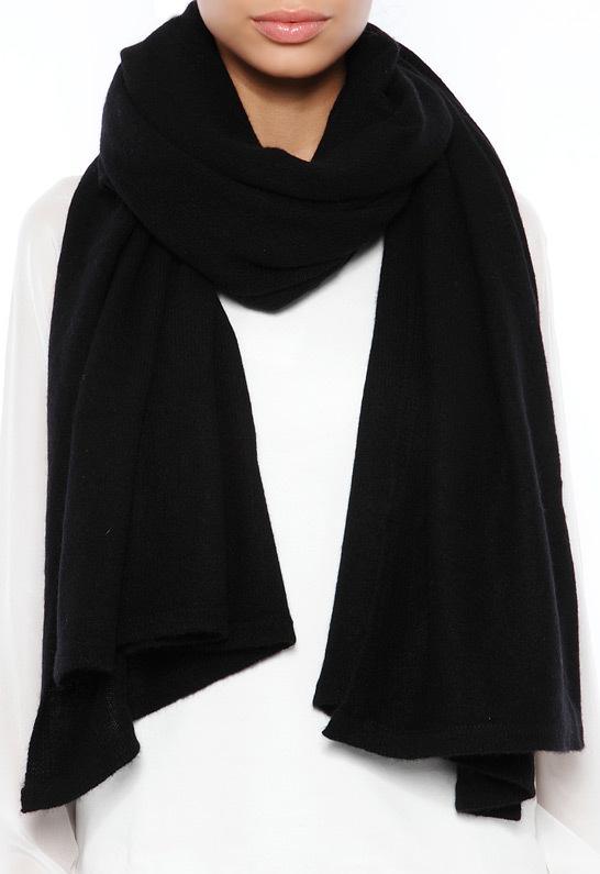 Женский черный шарф от Minnie Rose