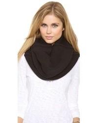 Женский черный шарф от Plush