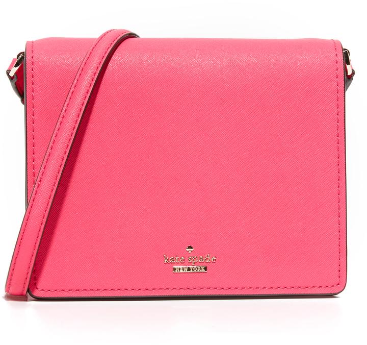 df336ea9ffc7 Ярко-розовая кожаная сумка через плечо от Kate Spade, 12 955 руб ...