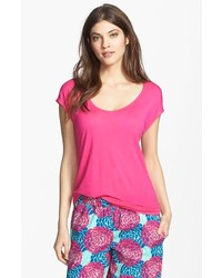 Ярко-розовая футболка с круглым вырезом