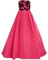 Ярко-розовое вечернее платье с украшением