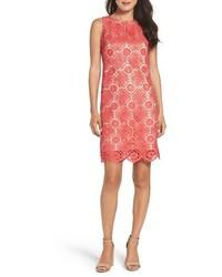 Ярко-розовое кружевное платье прямого кроя
