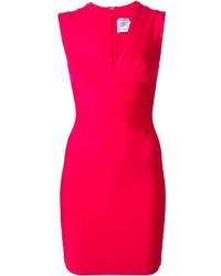Ярко-розовое облегающее платье