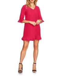 Ярко-розовое платье прямого кроя с рюшами