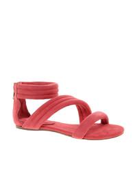 Ярко-розовые замшевые сандалии на плоской подошве