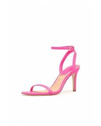 Ярко-розовые кожаные босоножки на каблуке от Stradivarius